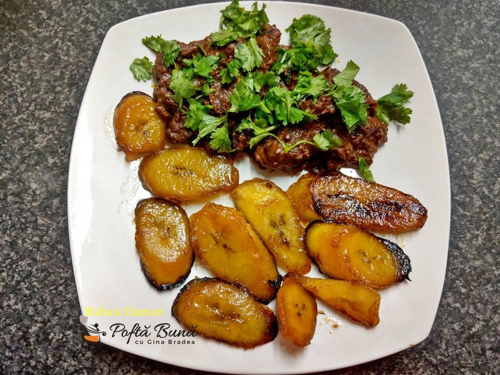 pollo en mole poblano cu garnitura de banane verzi 4 - Pollo en mole poblano cu banane verzi, reteta mexicana