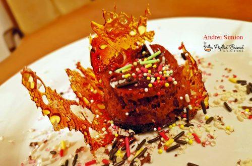 prajitura cu mere si crema de zahar ars 1 500x330 - Prajitura cu mere si crema de zahar ars, reteta veche, pas cu pas