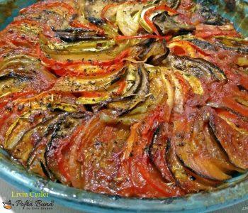Ratatouille, ghiveci la tava cu vinete, ardei, rosii, dovlecei