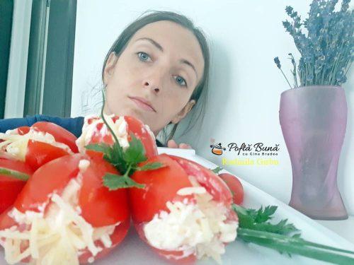 rosii umplute cu crema de branza cascaval si usturoi 1 500x375 - Reteta buchet de lalele din rosii umplute cu crema de branza