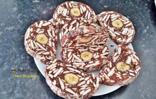 Salam de biscuiti cu banane, stafide, cacao si rom, reteta copilariei