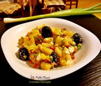 Salata orientala cu masline, oua fierte si gogosari. reteta clasica