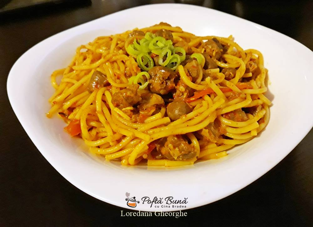 Spaghete cu pipote si inimi in sos de rosii, reteta rapida