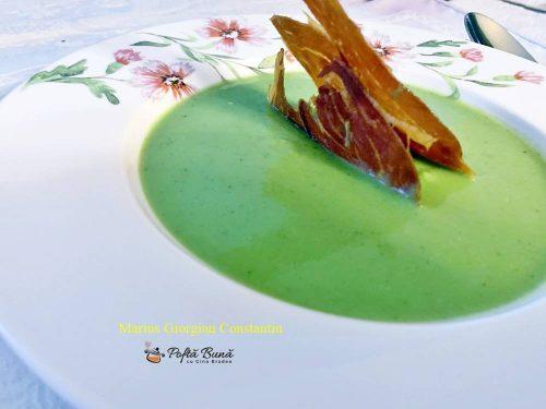 Supa crema de mazare cu pastarnac, smantana si cartofi