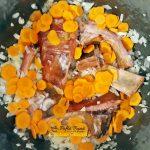 Tocanita de cartofi cu mazare si afumatura, reteta taraneasca, simpla