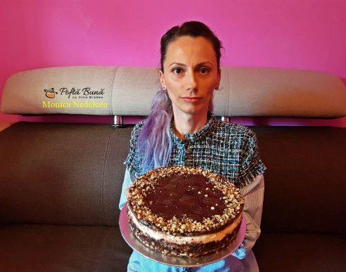 tort de biscuiti cu ciocolata reteta rapida 3 500x393 - Tort de biscuiti cu ciocolata, reteta indragita a copilariei