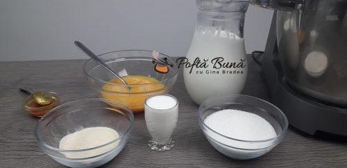 Diplomat rulada cu frisca naturala fructe vanilie gina bradea 6 500x243 - Diplomat reteta clasica de rulada cu frisca si fructe
