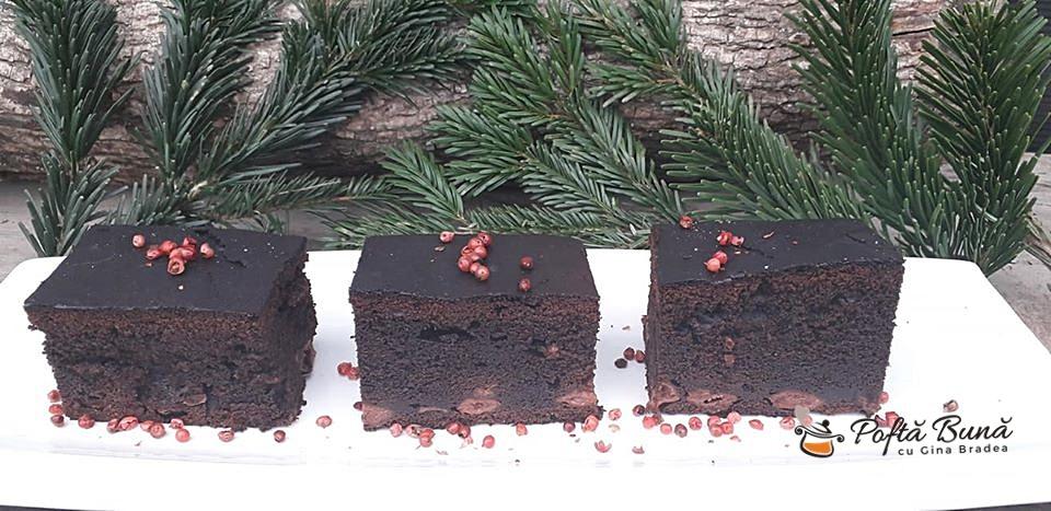 Reteta negresa pufoasa cu visine si piper roz, brownie