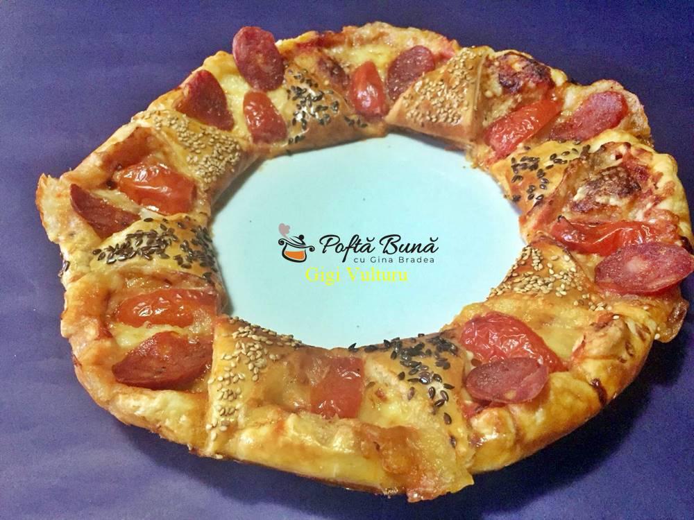 coronoita din aluat fraged reteta simpla 3 - Coronita din aluat fraged - pizza cu salam si cascaval