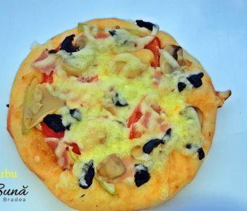 minipizza cu legume cascaval sunca 1 350x300 - Minipizza cu legume si sunca