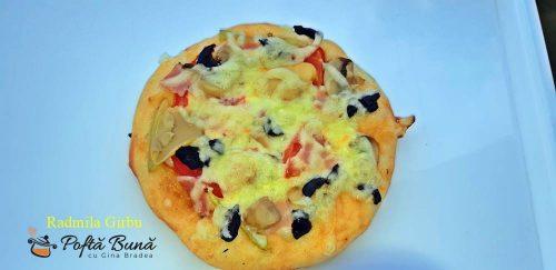Minipizza cu legume si sunca