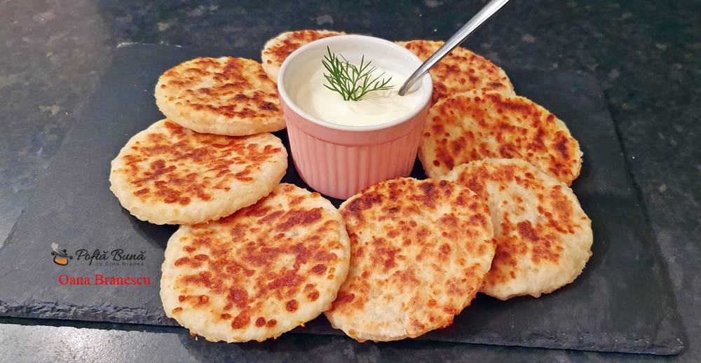 Placinte la tigaie cu iaurt si mozzarella