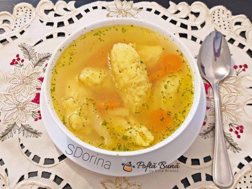 Supa de pui cu galuste de gris foarte pufoase