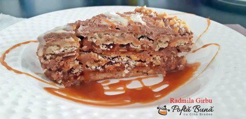 tort cu blat din bezea si alune caramel si crema de ciocolata 2 500x243 - Tort cu blat din bezea si alune, caramel si ciocolata