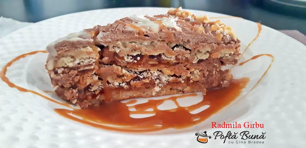 Tort cu blat din bezea si alune, caramel si ciocolata