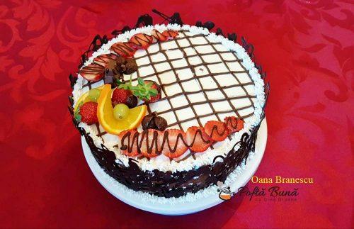 tort cu doua blaturi si crema de ciocolata 5 500x323 - Tort de ciocolata si doua blaturi