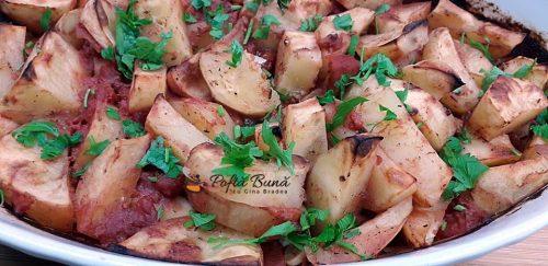 Cartofi la cuptor cu rosii si usturoi - dieta Rina