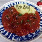 Chiftele marinate cu sos de rosii si piure de cartofi