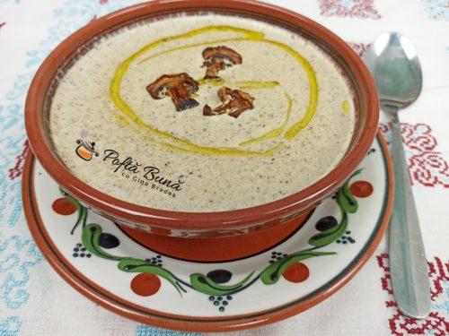 Supa crema de ciuperci - reteta de post sau cu smantana