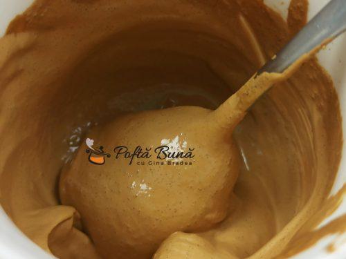Cafea Dalgona - reteta de cafe frappe, spuma de ness cu lapte