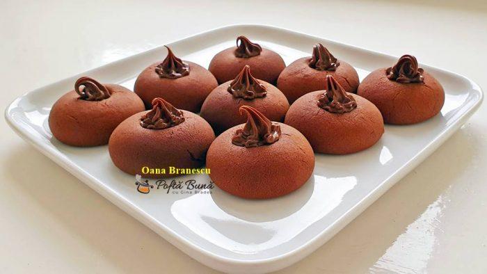 biscuiti fragezi cu ciocolata reteta simpla 2 700x394 - Biscuiti fragezi cu ciocolata
