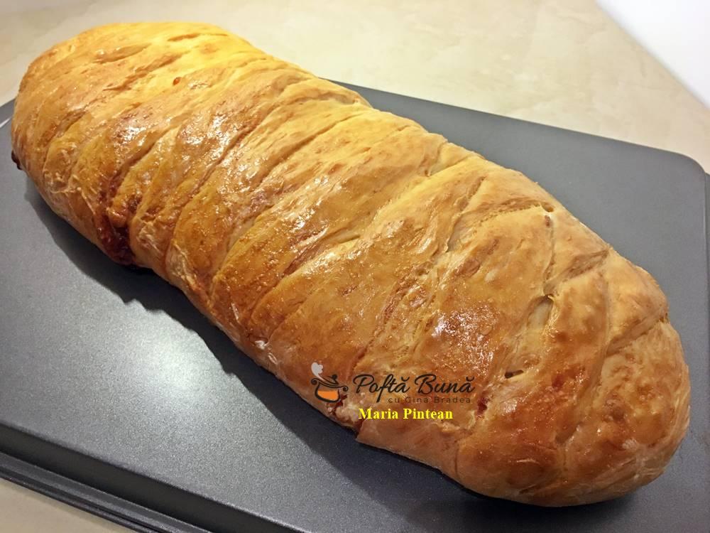 Rulada din carne tocata in aluat impletit