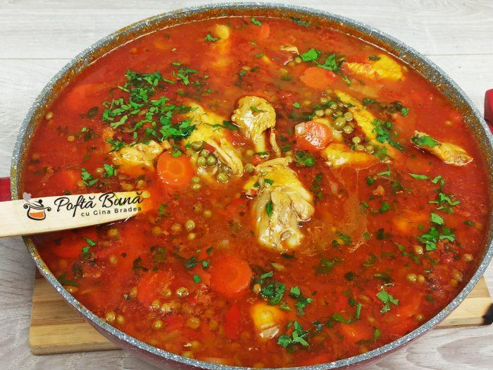 Mancare de mazare cu carne de pui si morcov