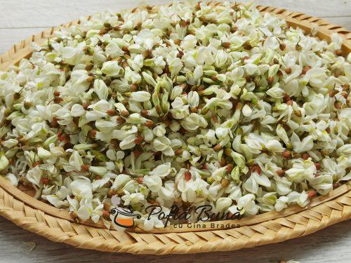 Sirop de salcam cu lamaie - reteta de sirop din flori