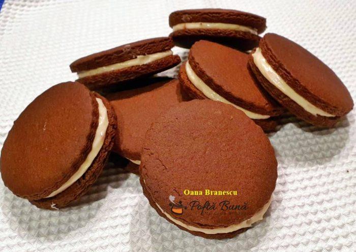 reteta biscuiti cu crema de branza 5 700x495 - Biscuiti cu crema de branza