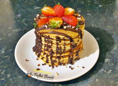 Pancakes cu ciocolat si fructe