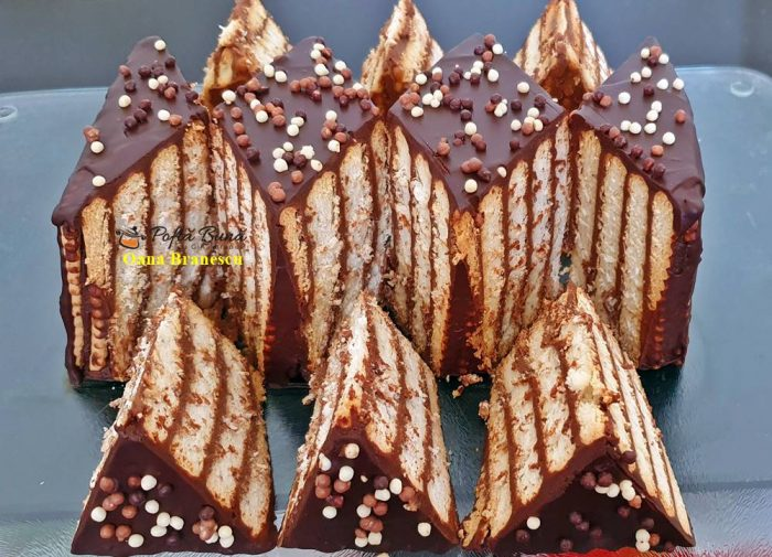 prajitura cu biscuiti si ciocolata reteta simpla 2 700x505 - Prajitura cu biscuiti si ciocolata