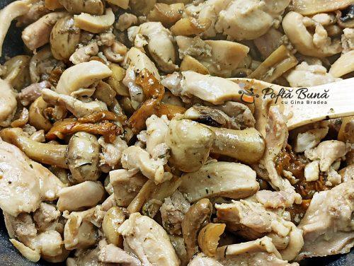 Pui cu ciuperci si usturoi la tigaie tochitura gina bradea 7 500x376 - Pui cu ciuperci si usturoi, la tigaie