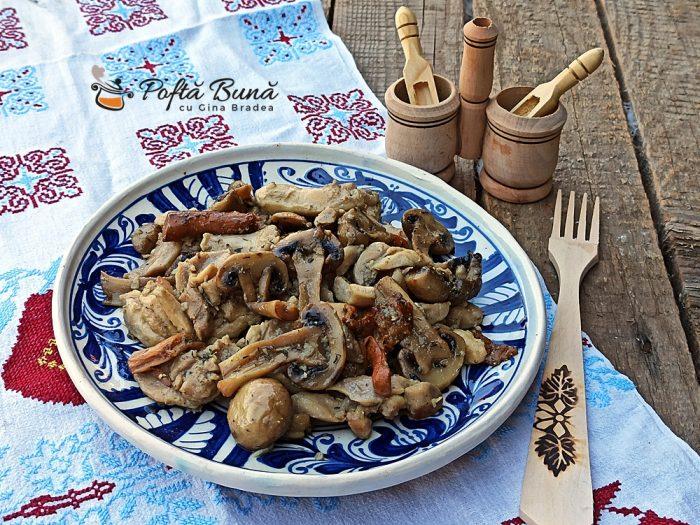 Pui cu ciuperci si usturoi la tigaie tochitura gina bradea 9 700x525 - Pui cu ciuperci si usturoi, la tigaie