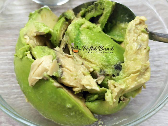 Crema de avocado cu branza si usturoi reteta gina bradea 3 700x525 - Crema de avocado cu branza si usturoi
