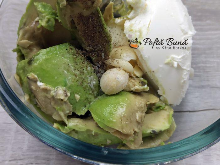 Crema de avocado cu branza si usturoi reteta gina bradea 4 700x525 - Crema de avocado cu branza si usturoi
