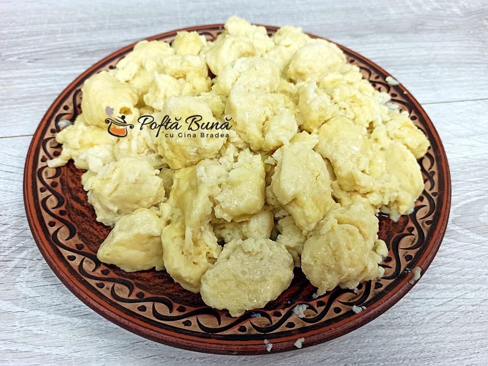 Galuste de faina reteta pentru papricas gulas tocanite gina bradea 8 - Galuste de faina reteta pentru papricas, gulas, tocanite