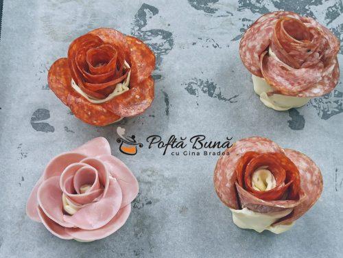 Trandafiri aperitiv din foietaj cu salam si branza