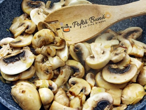 Paste cu sos alb ciuperci si smantana reteta gina bradea 4 500x376 - Paste cu sos alb, ciuperci si smantana