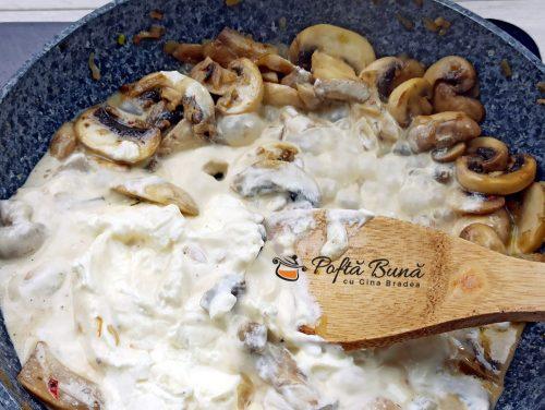 Paste cu sos alb ciuperci si smantana reteta gina bradea 5 500x376 - Paste cu sos alb, ciuperci si smantana