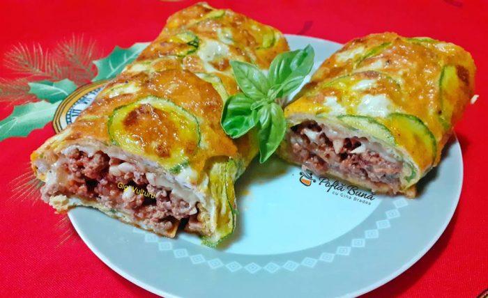 rulada din omleta cu dovlecei carne tocata 1 700x428 - Rulada din omleta cu dovlecei, carne tocata si cascaval