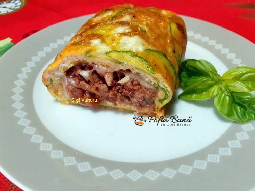 Rulada din omleta cu dovlecei, carne tocata si cascaval