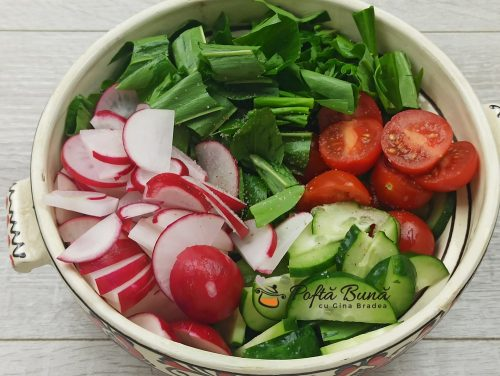 Salata de leurda cu rosii ridichi si castraveti reteta gina bradea 2 500x376 - Salata de leurda cu rosii, ridichi si castraveti