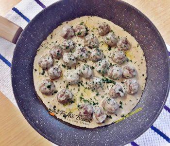 Chiftelute suedeze in sos de mustar cu smantana