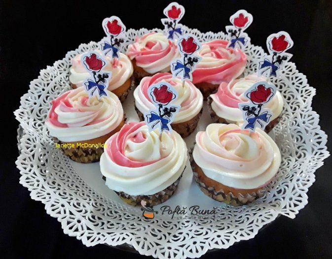 cupcakes cu crema de mascarpone si branza 1 673x525 - Cupcakes cu crema de mascarpone si branza