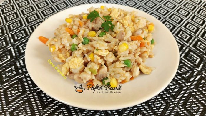 orez prajit cu piept de pui si ou reteta asiatica 8 700x394 - Orez prajit cu piept de pui si ou