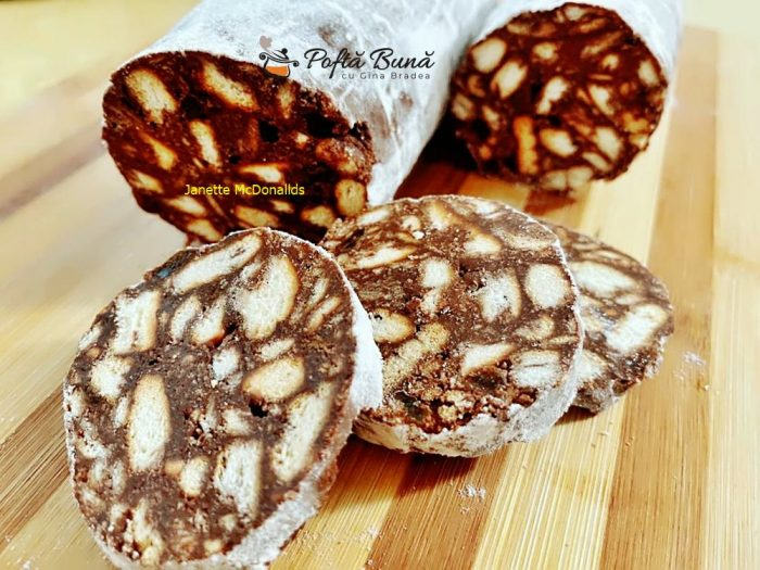 reteta salam de biscuiti cu ciocolata 2 700x525 - Salam de biscuiti cu ciocolata
