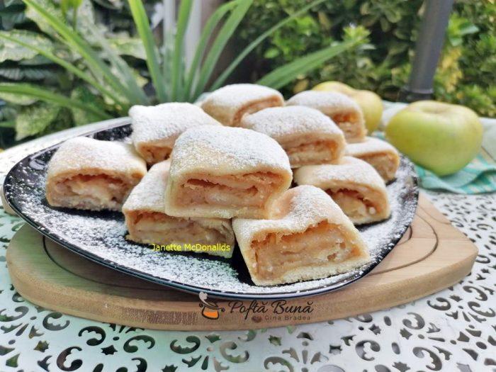 prajitura de post cu mere reteta simpla 7 700x525 - Prajitura de post cu mere