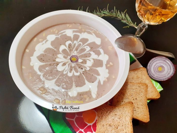 Supa crema de ceapa rosie