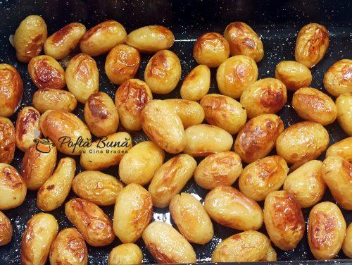 Cartofi noi la cuptor, cu usturoi si marar