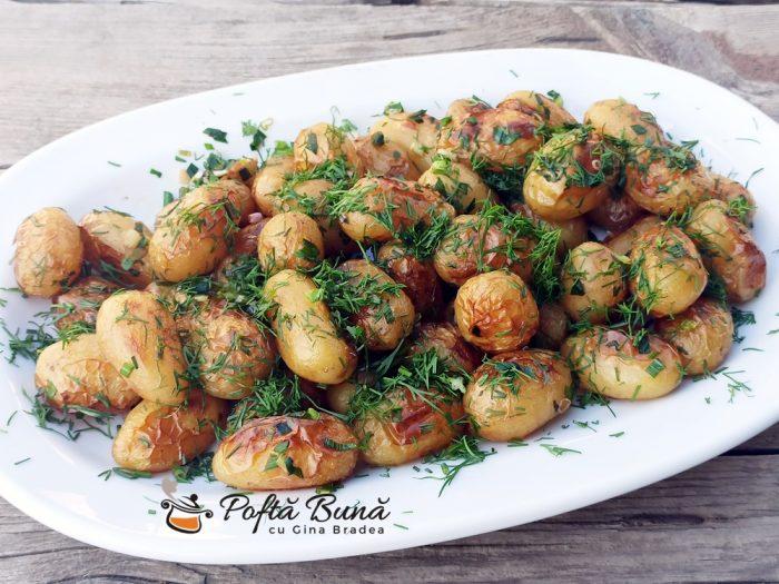 Cartofi noi la cuptor cu usturoi si marar reteta gina bradea 4 700x525 - Cartofi noi la cuptor, cu usturoi si marar